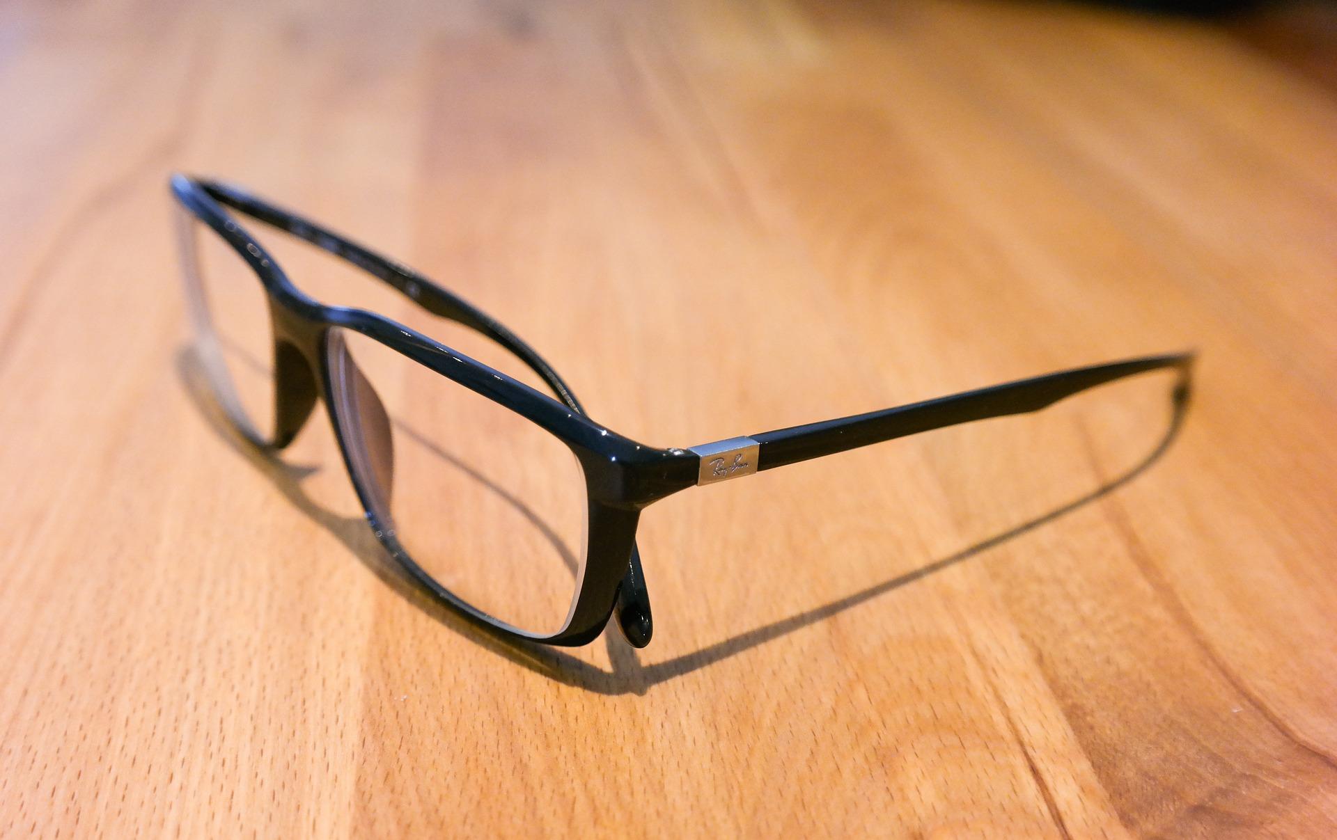 glasses-543117_1920